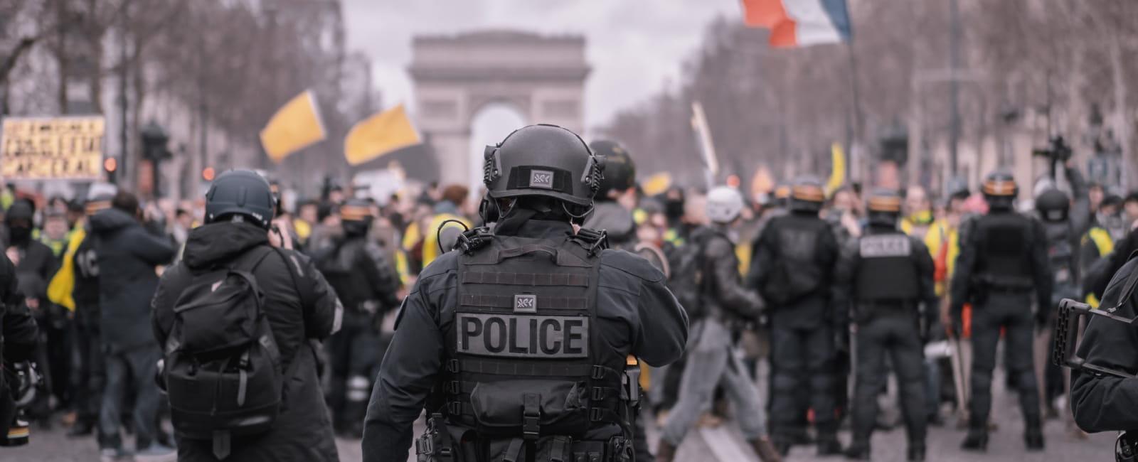 Police renversé par voiture